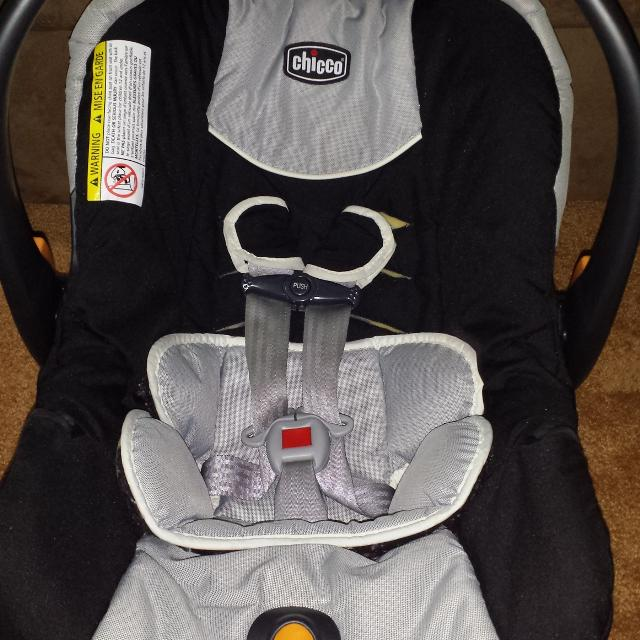 EUC Chicco KeyFit30 Infant Car Seat With Base Insert