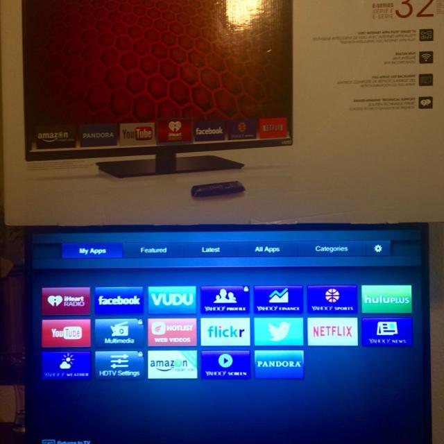 32' Vizio Smart TV plus Internet apps  Barely used