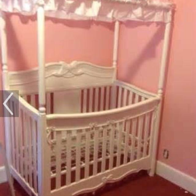 Delta Disney Princess Canopy Crib