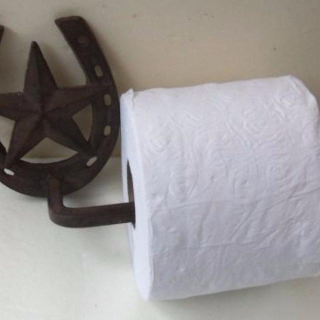 Rustic Cast Iron Toilet Paper Roll Holder Western Cowboy Horse Shoe And Texas Star POMS