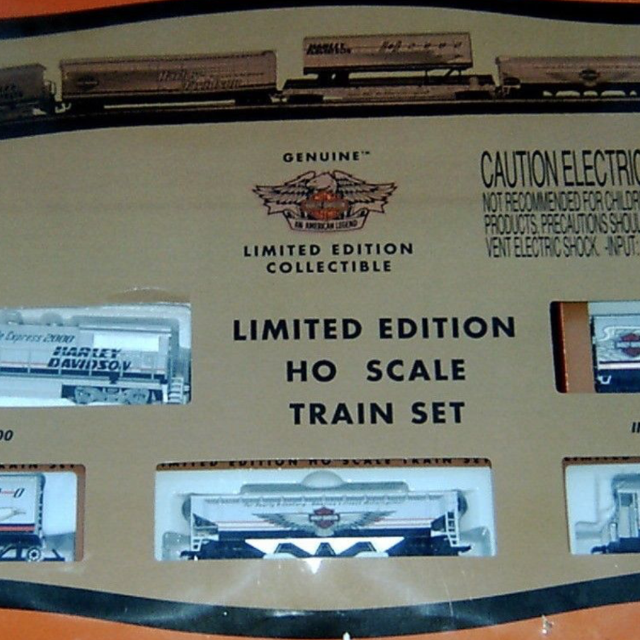 HARLEY DAVIDSON GENUINE LIMITED EDITION COLLECTIBLE HO SCALE TRAIN SET