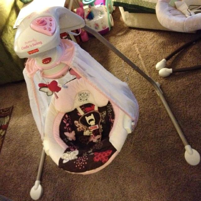 Fisher Price Butterfly Cradle N Swing Excellent Condition