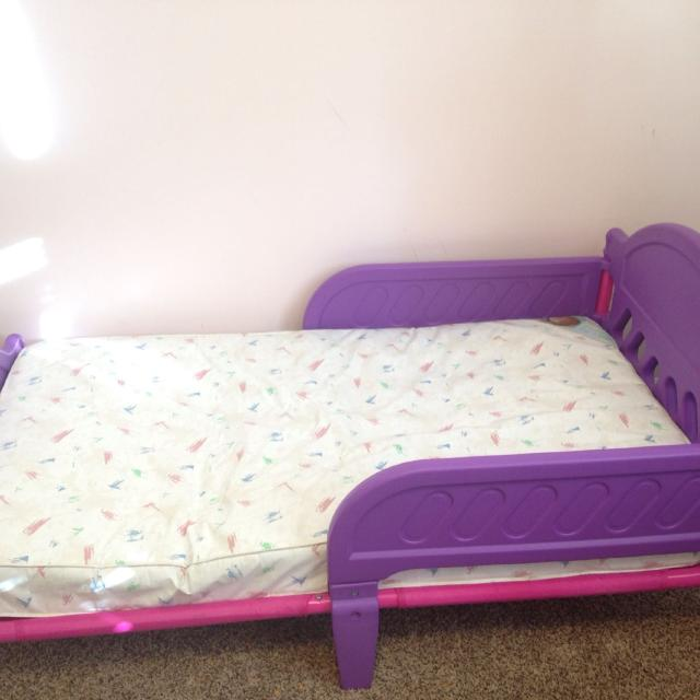 Toddler Bed Pink Purple Mattress Included Need Gone Asap