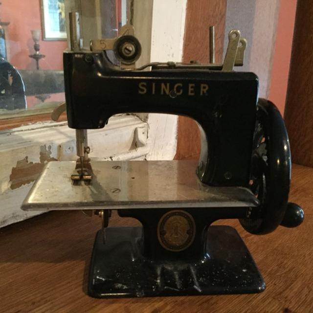 Best Singer Sewhandy Child's Toy Hand Crank Sewing Machine For Sale Beauteous Singer Hand Crank Sewing Machine