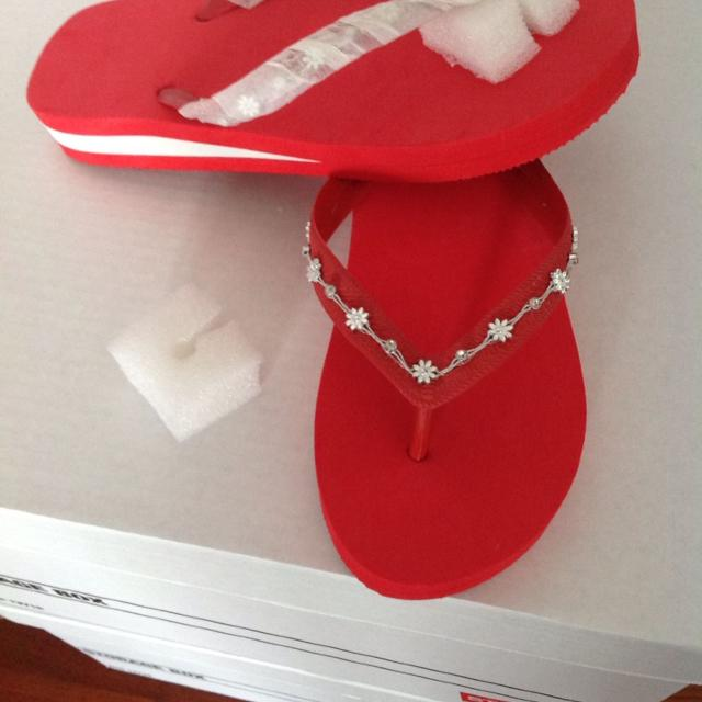 0430967bbc76 Find more Brand New Avon Red Size 7 Flip Flops With Silver Flowers ...