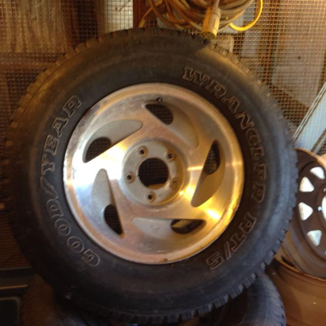 Find More 17 Inch Stock Ford Rims 5 Lug 265 70 17 Tires 2 Have 60