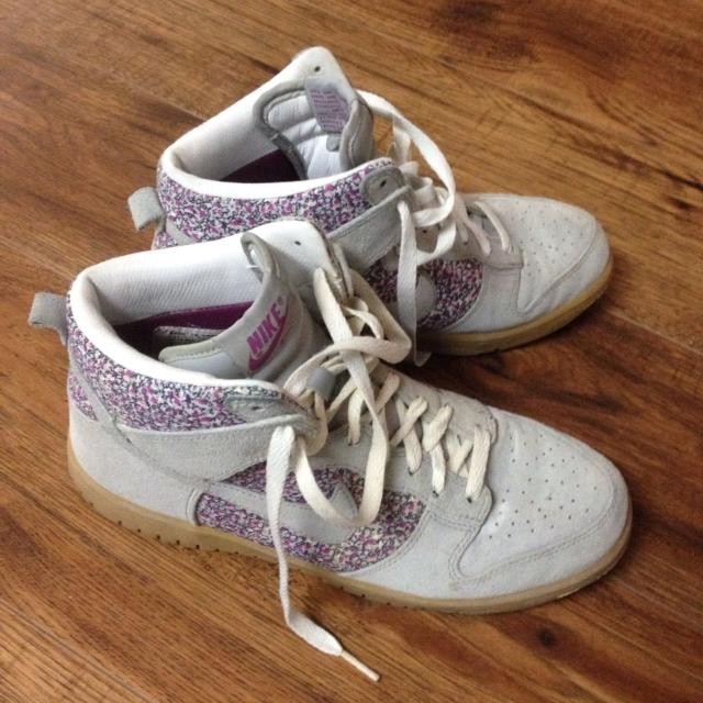 mezcla híbrido imponer  Best Old School Nike High Tops (floral Pattern And Grey Suede) Womens Us  8.0 for sale in Yorkville, Ontario for 2020