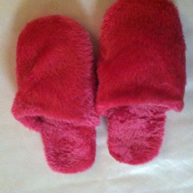 a89a321c1891 Best Pink Fuzzy Slippers for sale in Ellensburg