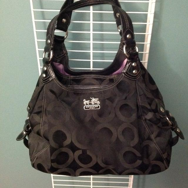 9337237335af Find more Authentic Coach Large Maggie Purse With Purple Interior ...