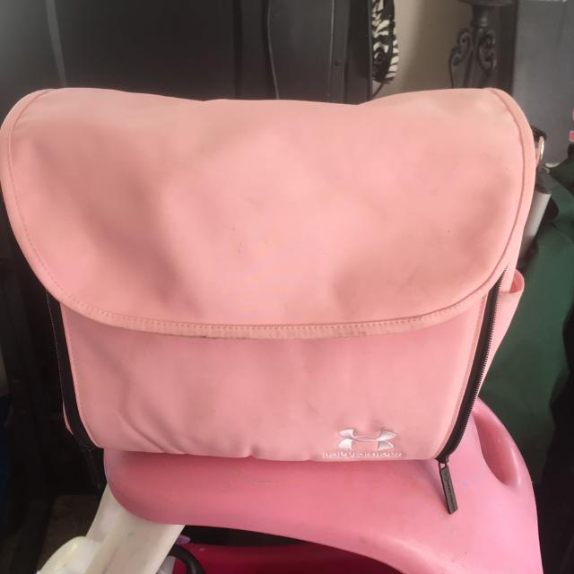 Under Armour Pink Diaper Bag Changing Pad Folds Out Back Has Straps For Backpack