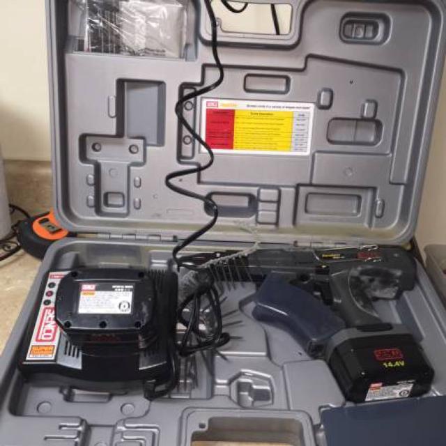 SENCO DURASPIN DS202-14V CORDLESS screw gun in case