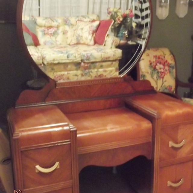 Find More Antique Waterfall Vanity Dresser With Round Etched Mirror