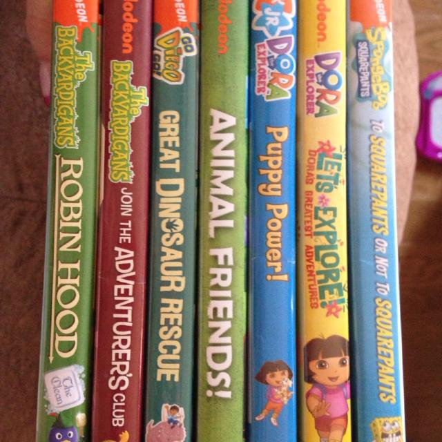 Lot of 7 nickelodeon and nick Jr DVDs 10$ for all