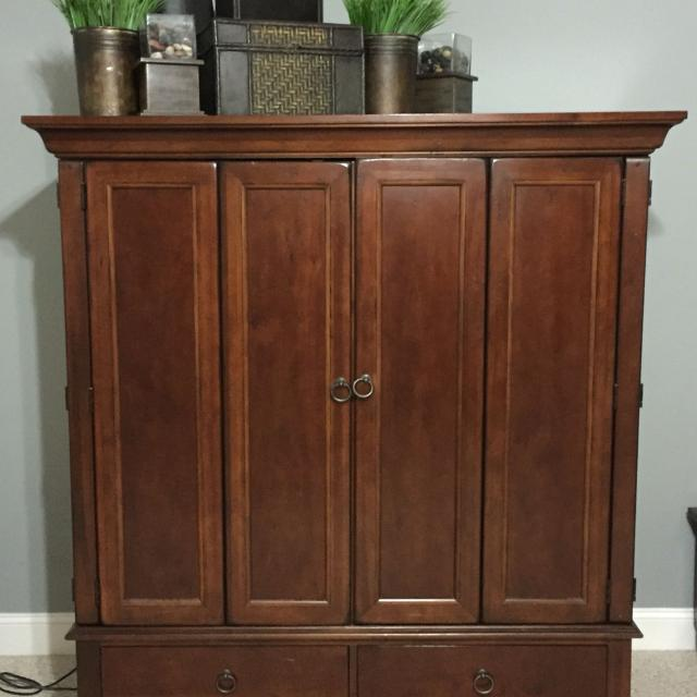 Boyles Furniture Tv Armoire Holds A 56 Inch Tv Or Smaller 56 Inch Shown Sony Sxd 1080p Tv Is Negotiable Solid Wood Heavy Piece Great