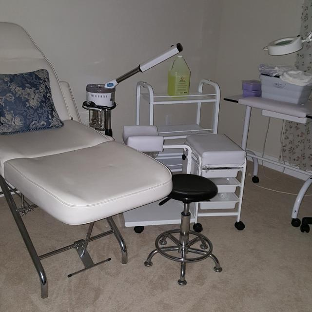 Used equipment - starter package for an Esthetician