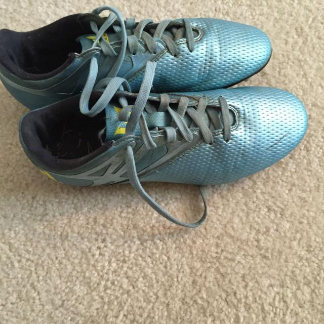 Find more Adidas Messi Soccer Cleats Size 6 for sale at up to 90 ... d532ec57d54