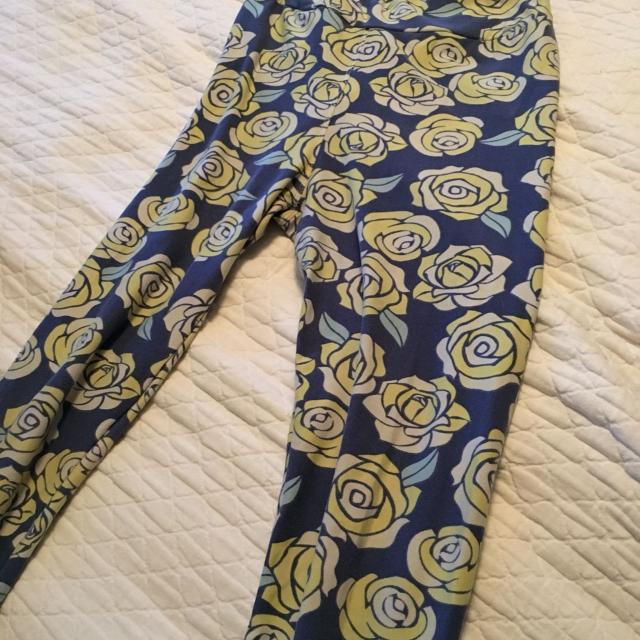 94ca201b8f243c Find more Lularoe Os (one Size) Blue Background Disney Roses -read ...