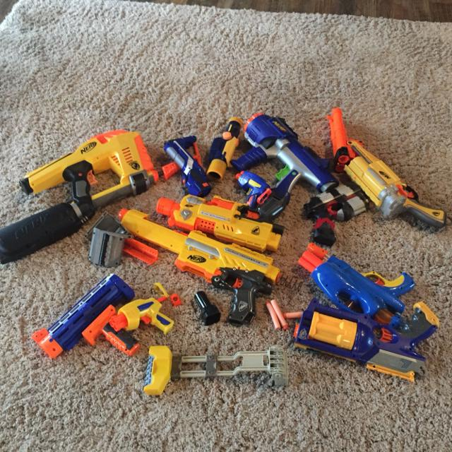 Lot of nerf gun and nerf gun like guns and parts all one price