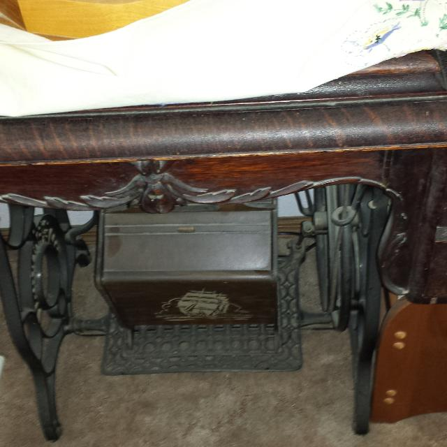 Best Old Bartlett Pedal Sewing Machine For Sale In Davenport Iowa Interesting Antique Pedal Sewing Machine