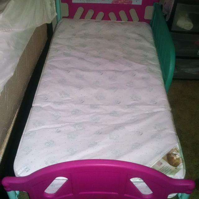 online retailer f9430 348e1 Gently used toddler bed