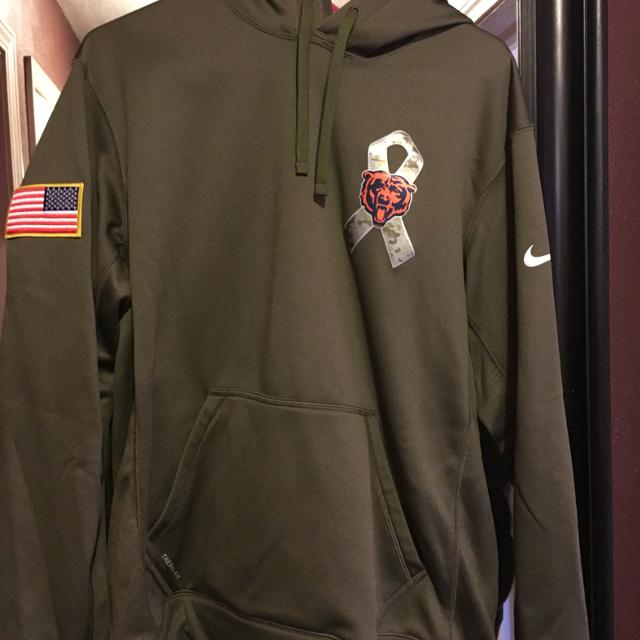 buy online f0e89 ad16b Nike Chicago Bears Veterans Day Hoodie Unisex size medium for a women or  man.