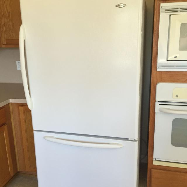 Excellent Condition Top Refrigerator Bottom Freezer Drawer With Ice