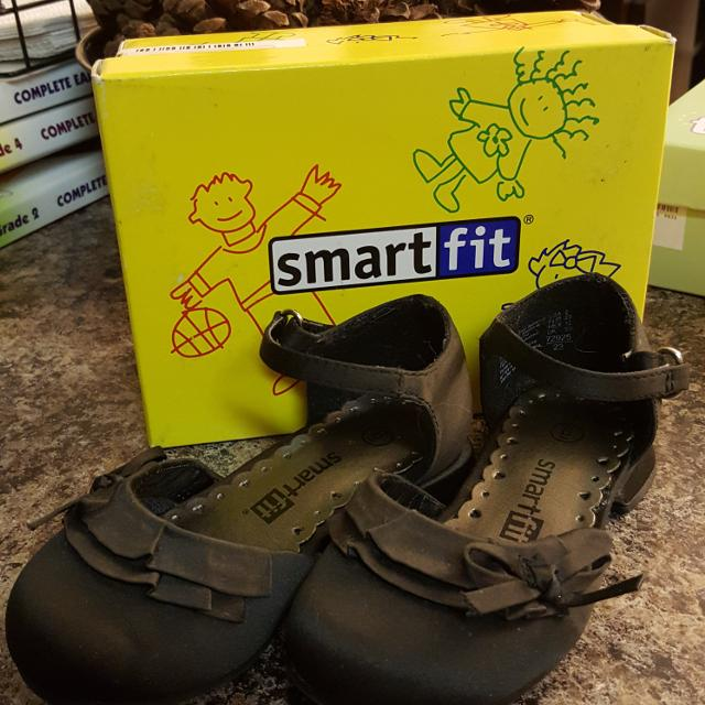 b9105f0f0271 Find more Guec Little Girls Smart Fit Payless Shoes Size 6. for sale ...