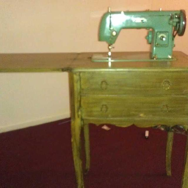 Best Montgomery Wards Signature Sewing Machine That Converts To Desk Gorgeous Signature Sewing Machine
