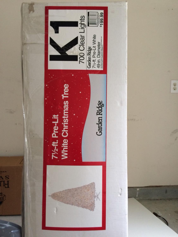Garden Ridge Christmas Trees.Garden Ridge 7 1 2 Ft Pre Lit White Christmas Tree In A Box