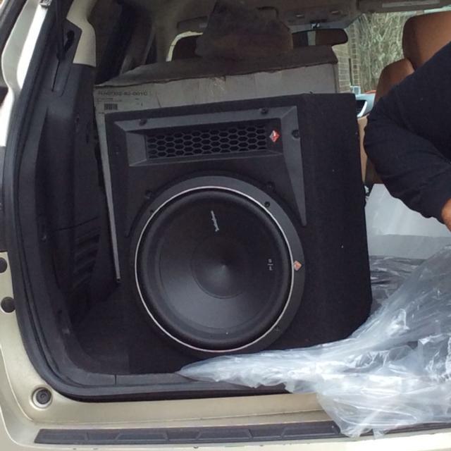 Brand new in box Rockford Fosgate Punch P2-1X10 (11P2-1X10) 600W Peak,  Single 10