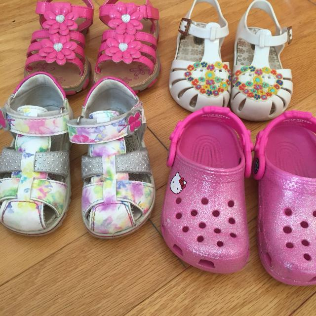 8dd696bd84a5 Best Variety Of Toddler Girls Sandals crocs Sizes 7 And 8 10 -30  for sale  in Dollard-Des Ormeaux