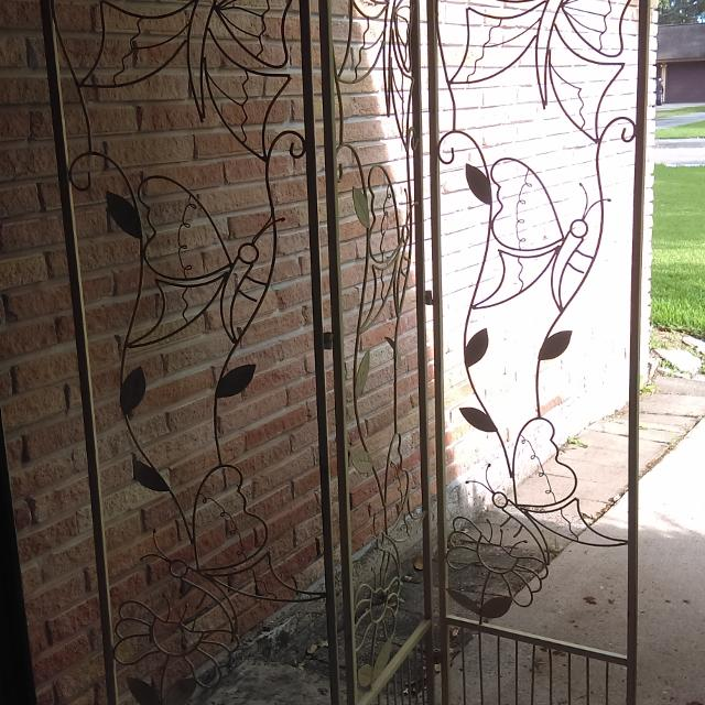Metal Tri Fold Room Divider Display Piece