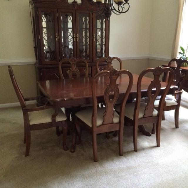 Queen Anne Style Dining Room Set Comes With Table Six Chairs China Cabinet