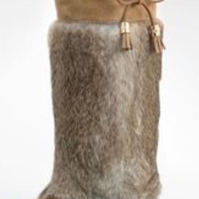85098f0963ae9e Find more Tory Burch Apres Ski Fur Boots Size 7 for sale at up to 90 ...