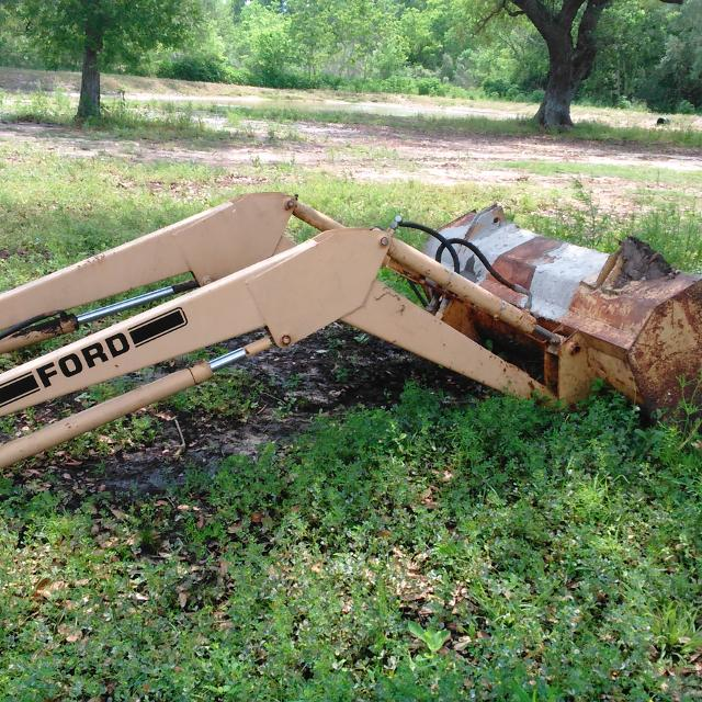 Ford tractor front loader works great just have no use for it