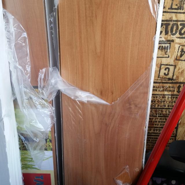 Take Off Texture Laminate Flooring Cherry Oak Color 10 Boxes 21 55sq Feet Per