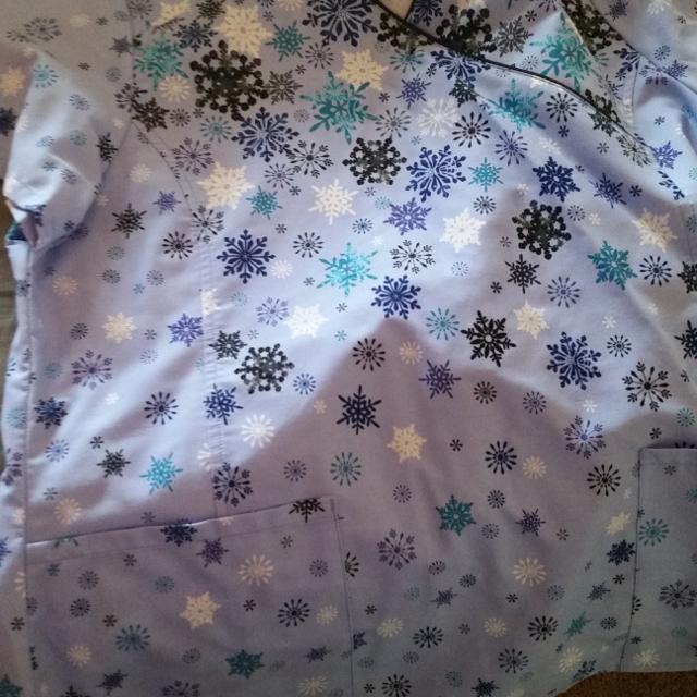 6d32efdeb16 Find more Snowflake Scrub Top. Womens Size Large. Never Worn for ...