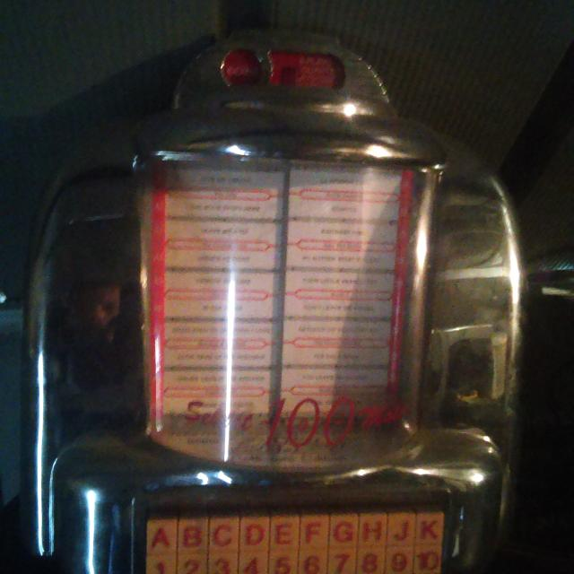 Retro mini jukebox