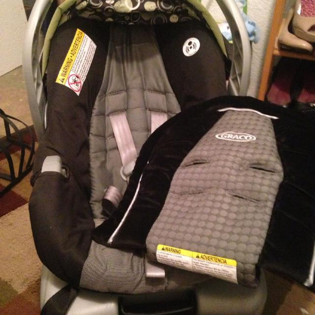 Graco Infant Car Seat With Base And Extra Snuggler