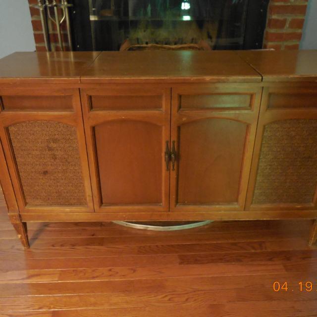 Sears Silvertone Sterio Radio Phonograph Cabinet