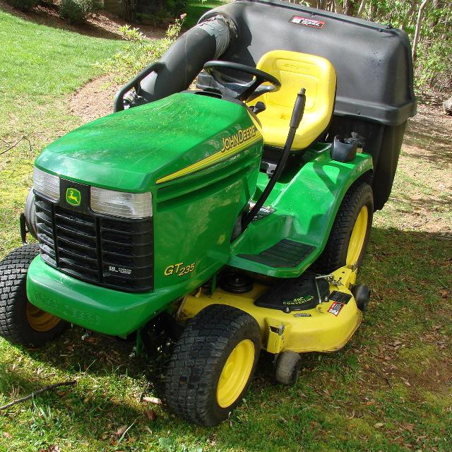 2003 John Deere Gt235 Garden Tractor With 14 Bushel Flow Bagger