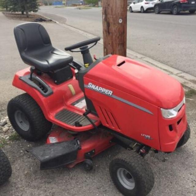 Snapper LT125 ride-on Mower with 42