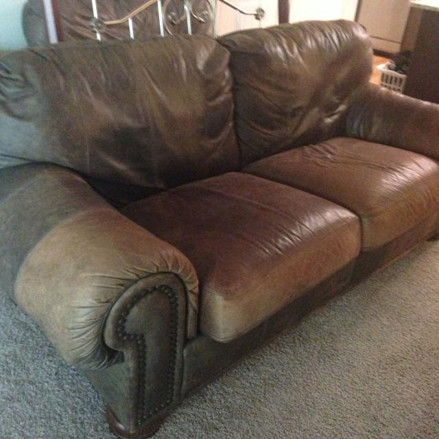 Distressed Lane Leather Sofa And Chair Ottoman Wood Legs Nailhead Trim Very