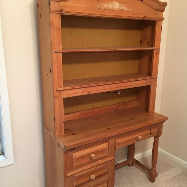 Broyhill Fontana Desk With Hutch