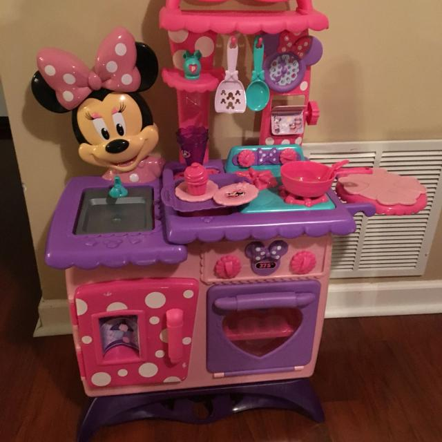 Minnie Mouse Play Kitchen: Find More Vintage Collectible Minnie Mouse Flipping Fun