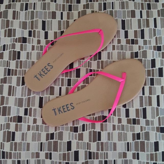 4ecfe89173 Find more Euc Ladies Tkees Designer Sandals Size 9. for sale at up ...