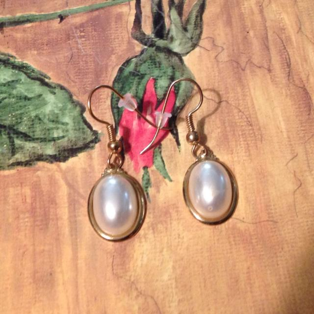 Flat Back Pearl Earrings Fishhook With Stoppers