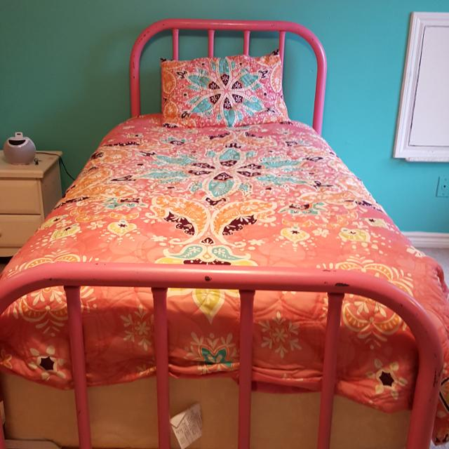 Pink Wrought Iron Bed With Mattress Twin