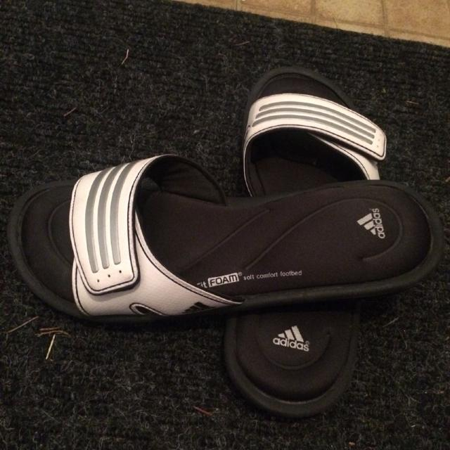 ceef4fc43 Find more Women s Adidas Memory Foam Sandals for sale at up to 90% off