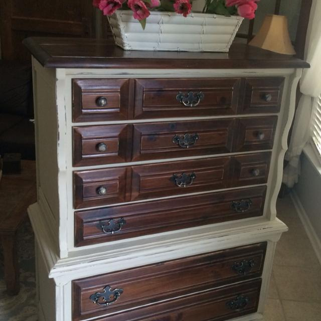 YOUNG HINKLE CHEST ON OF DRAWERS DRESSER
